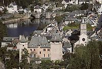 Europe/France/Auvergne/12/Aveyron/Entraygues-sur-Truyère: Le Château (XIIIème), l'église et le vieux pont