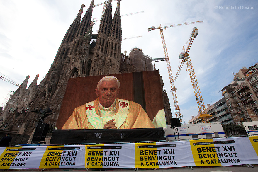 Sunday 7 november - Barcelona, Spain - Pope Benedict XVI during his visit in Barcelona. The Pope consecrates La Sagrada Familia church. Photo credit: Benedicte Desrus