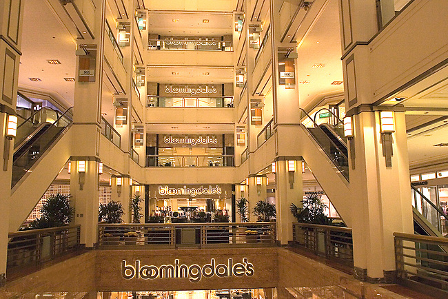 Shopping, Bloomingdale's, The 900 Shops, Chicago, Illinois