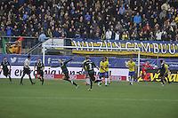 VOETBAL: LEEUWARDEN: 08-11-2015, SC Cambuur - FC Groningen, uitslag 2-2, FC Groningen scoort de gelijkmaker, ©foto Martin de Jong