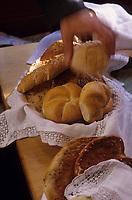 """Europe/Autriche/Tyrol/Innsbruck: Gasthof """"Weisses Roessl"""" - Les petits pains et viennoiseries du petit déjeuner"""