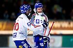 Stockholm 2013-03-05 Bandy SM-semifinal 2 , Hammarby IF - Edsbyns IF :  .Edsbyn 17 Mattias Hammarström gratuleras av Edsbyn 10 Daniel Liw efter sitt 1-0 mål.(Byline: Foto: Kenta Jönsson) Nyckelord:  jubel glädje lycka glad happy