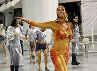 SÃO PAULO, SP, 10 DE FEVEREIRO DE 2012 - ENSAIO VAI-VAI -  Nani Moreira durante ensaio técnico da Escola de Samba Vai -Vai na preparação para o Carnaval 2012. O ensaio foi realizado na noite desta sexta feira 10 no Sambódromo do Anhembi, zona norte da cidade.FOTO ALE VIANNA - NEWS FREE
