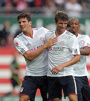FUSSBALL   1. BUNDESLIGA  SAISON 2011/2012   4. Spieltag 1. FC Kaiserslautern - FC Bayern Muenchen         27.08.2011 JUBEL nach dem TOR zum 0:3  Mario Gomez, Thomas Mueller  (v. li., FC Bayern Muenchen)