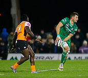 4th November 2017, Galway Sportsground, Galway, Ireland; Guinness Pro14 rugby, Connacht versus Cheetahs; Eoghan Masterson (Connacht) gets a pass away as Luther Obi (Toyota Cheetahs) closes in