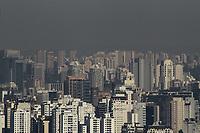 SÃO PAULO, SP, 11.07.2019: CLIMA-POLUIÇÃO-AR-SP - Clima seco e com faixa de poluição é visto a partir da avenida Paulista, região central de São Paulo, na manhã desta quinta-feira, 11. A manhã começou com céu claro e temperatura baixa na Capital paulista, máxima alcança os 24°C e os menores índices de umidade se aproximam dos 30%. O ar seco dificulta a dispersão dos poluentes, o que prejudica a qualidade do ar nos grandes centros urbanos. No final da tarde, a entrada da brisa marítima causa a queda da temperatura e o progressivo aumento da umidade. (Foto: Fábio Vieira/FotoRua)