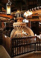 Zaanstad-Zaanse Schans. Molen de Kat is een verfmolen. In de molen worden o.a.  pigmentpoeders gemaakt. Binnenwerk van de molen