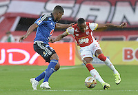 BOGOTÁ -COLOMBIA, 06-09-2015. Luis Quiñones (Der) jugador de Independiente Santa Fe disputa el balón con Elkin Blanco (Izq) jugador de Millonarios durante partido por la fecha 10 de la Liga Aguila II 2015 jugado en el estadio Nemesio Camacho El Campín de la ciudad de Bogotá./ Luis Quiñones (R) player of Independiente Santa Fe fights for the ball with Elkin Blanco (L) player of Millonarios during the match for the 10th date of the Aguila League II 2015 played at Nemesio Camacho El Campin stadium in Bogotá city. Photo: VizzorImage/ Gabriel Aponte / Staff
