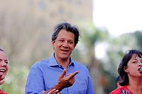CURITIBA, PR, 01.10.2018 – ELEIÇÕES-2018 – O candidato à presidência da república Fernando Haddad (PT), durante caminhada pelas ruas centrais de Curitiba (PR) na tarde desta segunda-feira (01).(Foto: Paulo Lisboa/Brazil Photo Press)