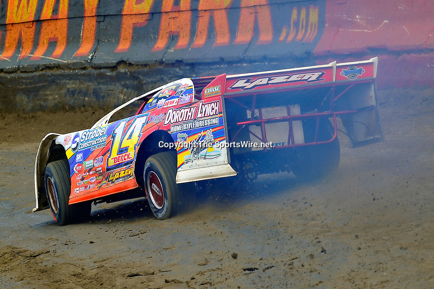 Feb 06, 2010; 1:14:17 PM; Gibsonton, FL., USA; The Lucas Oil Dirt Late Model Racing Series running The 34th Annual Dart WinterNationals at East Bay Raceway Park.  Mandatory Credit: (thesportswire.net)