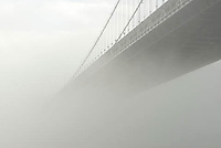 THIS IMAGE IS AVAILABLE EXCLUSIVELY FROM CORBIS.....Please search for image # 42-19639916 on www.corbis.com....The Manhattan Bridge on a Foggy Morning....Lower Manhattan, New York City, New York State, USA