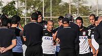 SAO PAULO, SP, 07 JUNHO DE 2013 - TREINO DO CORINTHIANS - Emerson Sheik (centro) jogador do Corinthians durante treino na tarde desta sexta-feira, 07 no CT Joaquim Grava regiao leste da cidade de Sao Paulo. FOTO: VANESSA CARVALHO - BRAZIL PHOTO PRESS.