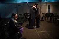 BUENOS AIRES, ARGENTINA, 23.08.2013 - FESTIVAL MUNDIAL DE TANGO - Casais durante apresentação do Festival Mundial de Tango, nesta sexta-feira, 23 em Buenos Aires capital da Argentina. Mais de 2.000 casais de todo o mundo participam do festival Tango que acontece entre os dias 14 e 27 de Agosto. (Foto: Juani Roncoroni / Brazil Photo Press).