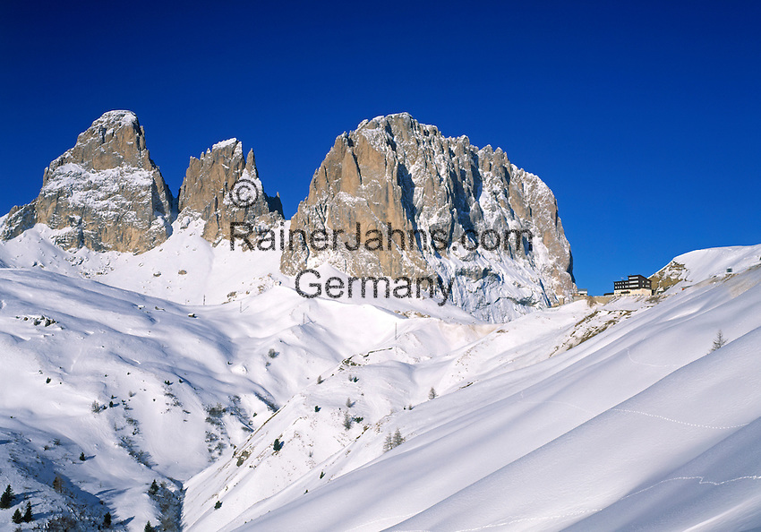 Italy, South Tyrol, Alto Adige, Dolomites, Passo di Sella and view at Sasso Lungo mountain