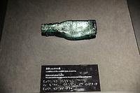 una bottiglia dopo l'esplosione nucleare  a bottle after th enuclear explosion