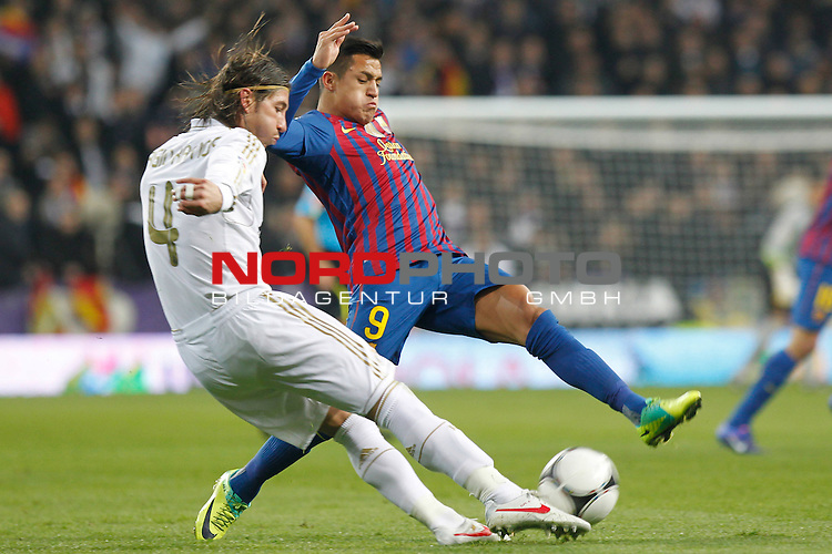 18.01.2012, Estadio Santiago Bernabéu, ESP, Madrid, Kings Cup, Real Madrid vs FC Barcelona, im Bild  Real Madrid's Sergio Ramos and FC Barcelona's Alexis Sanchez during spanish King's Cup on January 18th 2012...Photo: Alex Cid-Fuentes / Foto © nph