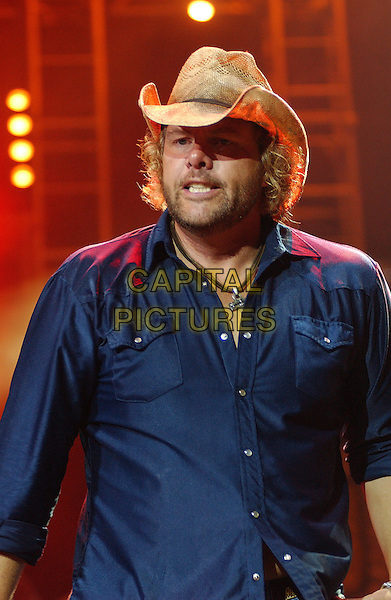 """TOBY KEITH .Performs llive in concert during his """"Big Throwdown Tour II"""" at the Post-Gazette Pavilion, Pittsburgh, PA, USA, July 2, 2005..half length gig country music cowboy hat.Ref: ADM.www.capitalpictures.com.sales@capitalpictures.com.©AdMedia/Capital Pictures."""