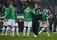 Fussball 1. Bundesliga :  Saison   2012/2013   9. Spieltag  27.10.2012 SpVgg Greuther Fuerth - SV Werder Bremen Lasse Sobiech, Bernd Nehrig und Trainer Mike Bueskens (v. li., Greuther Fuerth)