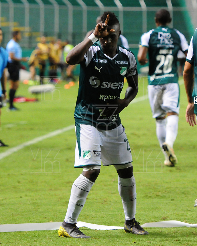 PALMIRA - COLOMBIA, 04-04-2019: Kevin Velasco del Cali celebra después de anotar el primer gol de su equipo durante partido por la primera ronda de la Copa CONMEBOL Sudamericana 2019 entre Deportivo Cali de Colombia y Club Guaraní de Paraguay jugado en el estadio Deportivo Cali de la ciudad de Palmira. / Kevin Velasco of Cali celebrates after scoring the first goal of his team during match for the first round as part Copa CONMEBOL Sudamericana 2019 between Deportivo Cali of Colombia and Club Guarani of Paraguay played at Deportivo Cali stadium in Palmira city.  Photo: VizzorImage / Nelson Rios / Cont