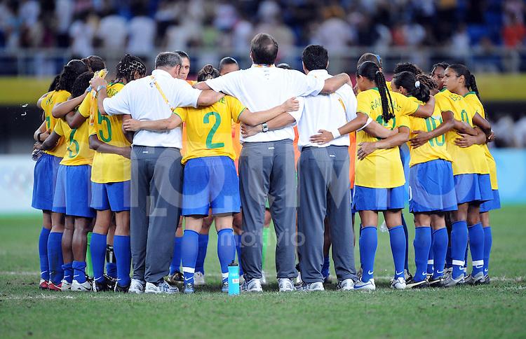 Olympia 2008  Peking  Fussball Maenner 15.08.2008 Brasilien - Norwegen TEAMKREIS BRA nach dem Spiel
