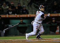 Jorge Flores de Naranjeros da de hit , durante el tercer juego de la Serie entre Tomateros de Culiacán vs Naranjeros de Hermosillo en el Estadio Sonora. Segunda vuelta de la Liga Mexicana del Pacifico (LMP) **26Dici2015.<br /> **CreditoFoto:LuisGutierrez<br /> **<br /> Shares during the third game of the series between Culiacan Tomateros vs Orange sellers of Hermosillo in Sonora Stadium. Second round of the Mexican Pacific League (PML)