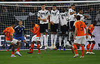 Memphis Depay (Niederlande) schießt den Freistoß in die Mauer - 19.11.2018: Deutschland vs. Niederlande, 6. Spieltag UEFA Nations League Gruppe A, DISCLAIMER: DFB regulations prohibit any use of photographs as image sequences and/or quasi-video.