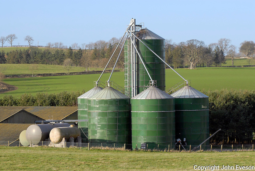 There is a continuous flow grain dryer and 4,000 tonnes of floor and bin storage on the estate.