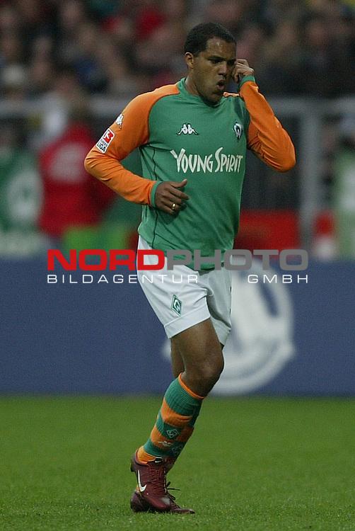BL 2003/2004 - 29. Spieltag<br /> Werder Bremen vs. Hannover 96 0:0<br /> Ailton von Werder Bremen.<br /> Foto &copy; nordphoto - Ruediger Lampe<br /> <br />  *** Local Caption *** Foto ist honorarpflichtig! zzgl. gesetzl. MwSt.<br />  Belegexemplar erforderlich<br /> Adresse: nordphoto<br /> Georg-Reinke-Strasse 1<br /> 49377 Vechta