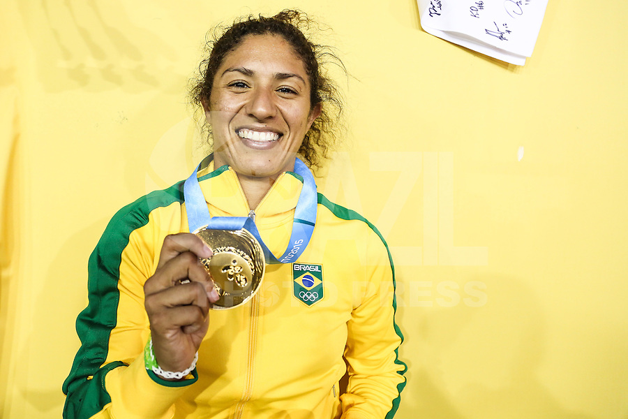 HAMILTON, CANADA, 25.07.2015 - PAN-FUTEBOL - Cristiane do Brasil comemora medalha de ouro após ganhar de 4 a 0 da Colombia em partida da final do futebol feminino nos jogos Pan-americanos no Estadio Tim Hortons em Hamilton no Canadá neste sábado, 25.  (Foto: William Volcov/Brazil Photo Press)
