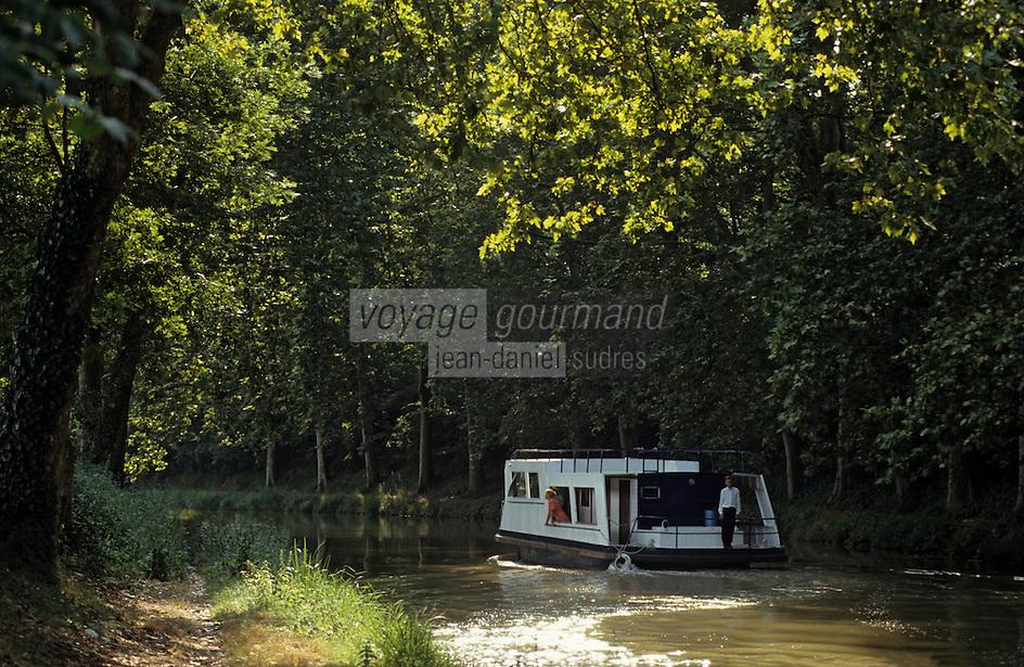 Europe/France/Languedoc-Roussillon/11/Aude/Env. de Carcassonne: Tourisme fluvial sur le canal du Midi