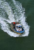 Europe/France/Pays de la Loire/85/Vendée/Ile de Noirmoutier: Bateau de pêche rentrant au port