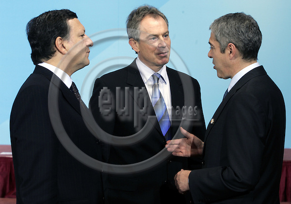 BRUSSELS - BELGIUM - 14 DECEMBER 2006 -- EU-Summit hosted by the Finnish Presidency. -- Jose Manuel BARROSO the President of the EU-Commission and Tony BLAIR (Le), Prime Minister of U.K. with Jose SOCRATES Prime Minister of Portugal. -- PHOTO: JUHA ROININEN / EUP-IMAGES