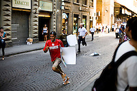 An illegal immigrant vendor escapes from local authorities, Florence, Italy, Europe, 2007, ©Stephen Blake Farrington