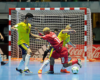CALI -COLOMBIA-16-09-2016: Angellott Caro (Izq) jugador de Colombia disputa el balón con Abdiel Castrellon (Der) jugador de Panama durante partido del grupo A de la Copa Mundial de Futsal de la FIFA Colombia 2016 jugado en el Coliseo del Pueblo en Cali, Colombia. /  Angellott Caro (L) player of Colombia fights the ball with Abdiel Castrellon (R) player of Panama during match of the group A of the FIFA Futsal World Cup Colombia 2016 played at Metropolitan Coliseo del Pueblo in Cali, Colombia. Photo: VizzorImage/ NR / Cont