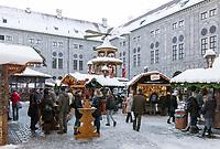 Deutschland, Bayern, Muenchen: Weihnachtsdorf im Kaiserhof der Residenz am Odeonsplatz | Germany, Bavaria, Munich: Christmas market at Court Yard of Munich Residence