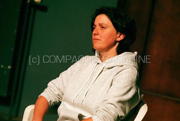 Theatre company De Reynaertghesellen playing Soldaat-Facteur en Rachel from Arne Sierens directed by Erik Arfeuille (Belgium, 02/11/2000)