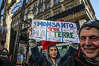Manifestazione per il clima Manifestanti con cartelli a favore di interventi per il clima e contro Monsanto