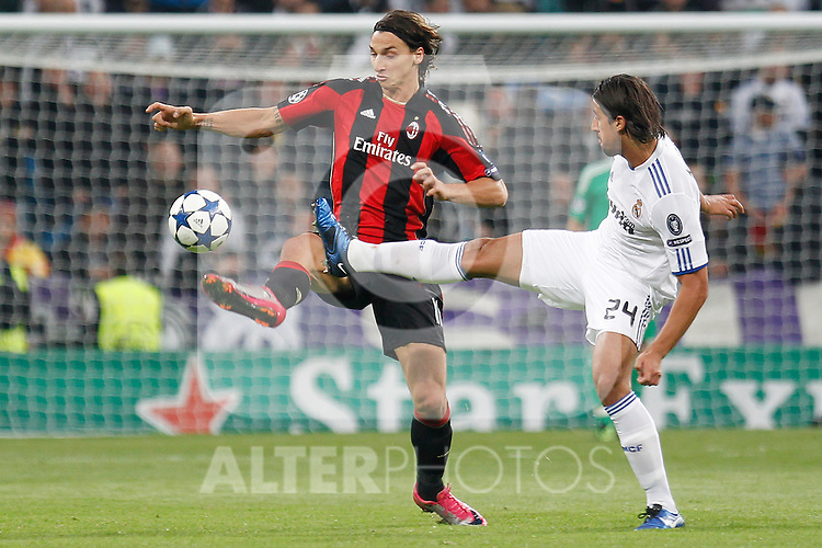 Real Madrid's Sami Khedira  and Milan's Zlatan Ibrahimovic during champions league match ..Photo: Cesar Cebolla  / ALFAQUI