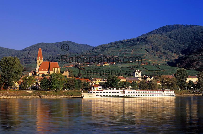 Austria, Lower Austria, Wachau, Wine village Weissenkirchen at the Danube with church St. Michael