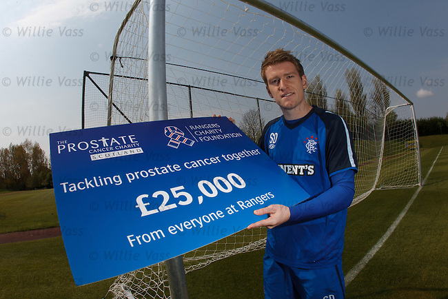 Steven Davis presents £25k to prostate cancer charity scotland before training