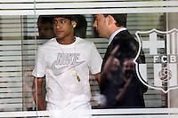 BARCELONA, ESPANHA, 03.06.2013 - NEYMAR / BARCELONA - O jogador brasileiro Neymar da Silva Santos Junior, novo reforço do Barcelona, posa para os fotógrafos no estádio Camp Nou, em Barcelona, nesta segunda-feira (03). O astro da seleção brasileira e ex-Santos assinou um contrato de cinco anos com o clube catalão. (FOTO: ACERO / ALFAQUI / BRAZIL PHOTO PRESS).