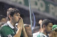 ATENÇÃO EDITOR: FOTO EMBARGADA PARA VEÍCULOS INTERNACIONAIS - BARUERI, SP, 22 DE JANEIRO DE 2013 - COPA SÃO PAULO DE FUTEBOL JUNIOR - PALMEIRAS x SANTOS: Jogadores do Palmeiras lamentam a derrota após partida Palmeiras x Santos, válida pela semifinal da Copa São Paulo de Futebol Junior, disputado na Arena Barueri. FOTO: LEVI BIANCO - BRAZIL PHOTO PRESS