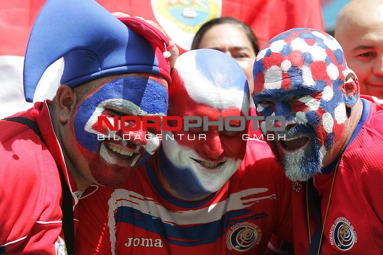 FIFA WM 2006 - Eroeffnungsspiel Gruppe A  Vorrunde (Group A)<br /> Play #1 (09-Jun) - Germany vs Costa Rica<br /> <br /> Drei Fans aus Costa Rica mit bemalten Gesichtern in den Nationalfarben.<br /> <br /> Foto &copy; nordphoto