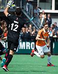 BLOEMENDAAL   - Hockey -  3e en beslissende  wedstrijd halve finale Play Offs heren. Bloemendaal-Amsterdam (0-3).  Roel Bovendeert (Bldaal) .    Amsterdam plaats zich voor de finale.  COPYRIGHT KOEN SUYK