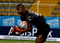 BOGOTA - COLOMBIA -25 - 11 - 2017: Cristian Bonilla, portero de La Equidad, en acción, durante partido de ida entre La Equidad y Millonarios, de los cuartos de final la Liga Aguila II - 2017, jugado en el estadio Metropolitano de Techo de la ciudad de Bogota. / Cristian Bonilla, goalkeeper of La Equidad, in action, during a match for the first leg between  La Equidad and Millonarios, to the quarter of finals for the Liga Aguila II - 2017 at the Metropolitano de Techo Stadium in Bogota city, Photo: VizzorImage  / Luis Ramirez / Staff.