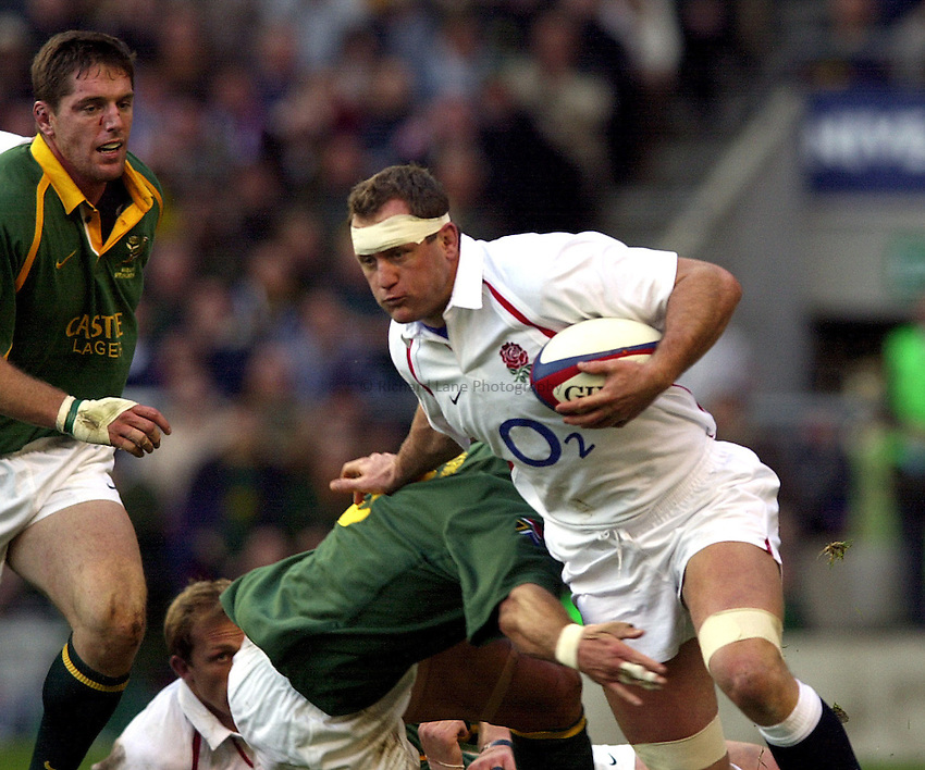 Photo: Richard Lane..England v South Africa. Investec Challenge at Twickenham. 23/11/2002..Richard Hill attacks.