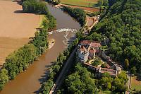 D'origine medievale, le chateau de Ceneviere au dessus du Lot.Of medieval origin, the castle of Ceneviere to the top of the Lot