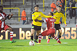 2015-10-30 / Voetbal / seizoen 2015-2016 / SK Lierse - R. Antwerp FC / El Ansri (l. Lierse) met Limbombe<br /><br />Foto: Mpics.be