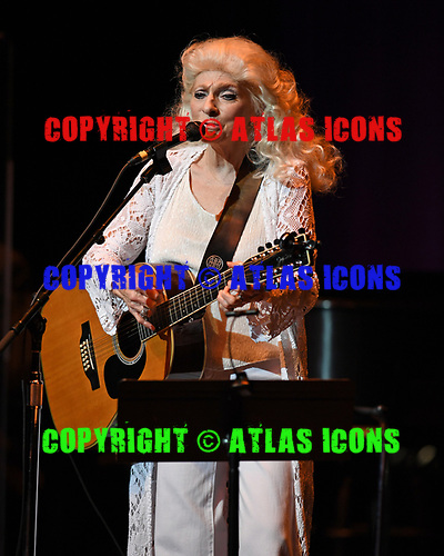 FORT LAUDERDALE FL - NOVEMBER 18: Judy Collins performs with Stephen Stills at The Broward Center on November 18, 2018 in Fort Lauderdale, Florida. : Credit Larry Marano © 2018