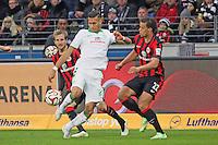 David Selke (Werder) gegen Stefan Aigner und Timothy Chandler (Eintracht) - Eintracht Frankfurt vs. SV Werder Bremen, Commerzbank Arena